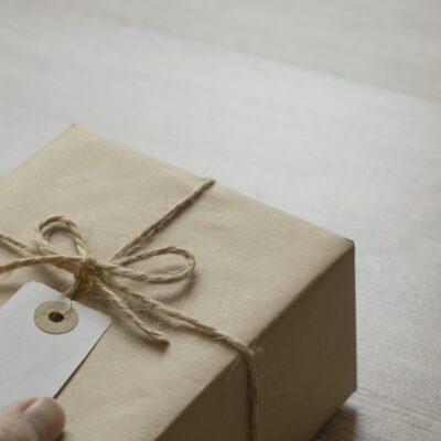 Skatteregler for gaver til ansatt og forretningsforbindelser